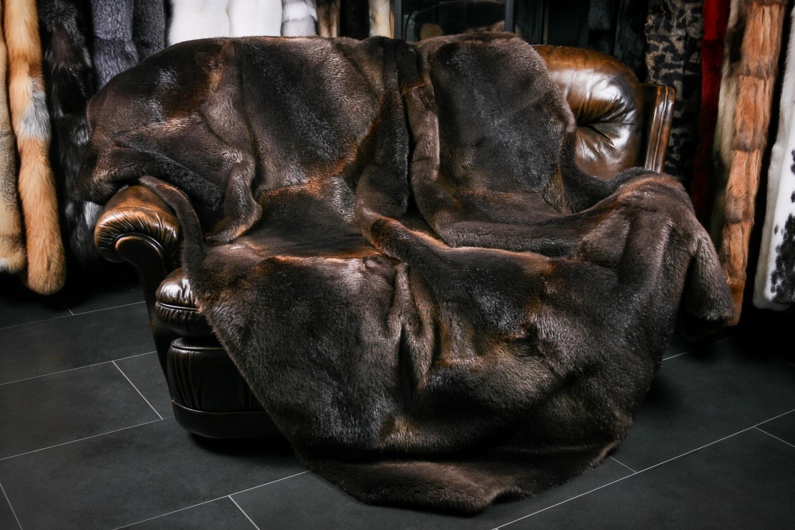 edle felldecke pelzdecken und echtpelz teppiche lars. Black Bedroom Furniture Sets. Home Design Ideas