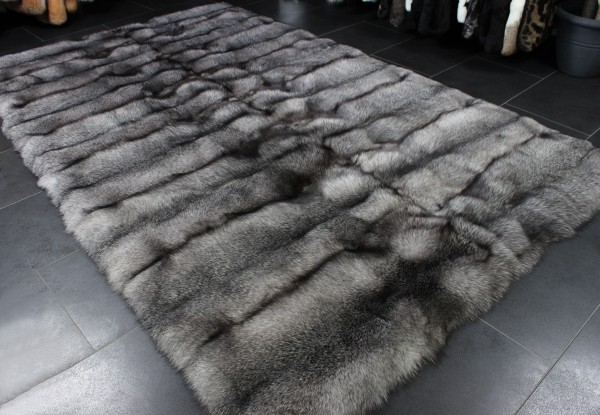 SAGA - Edler Bluefrost Fuchsfell Pelzteppich (SAGA Fur)