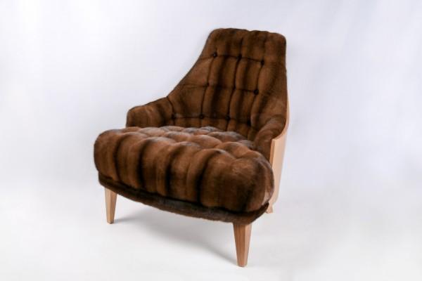 Stuhl mit Nerz-Polster in braun