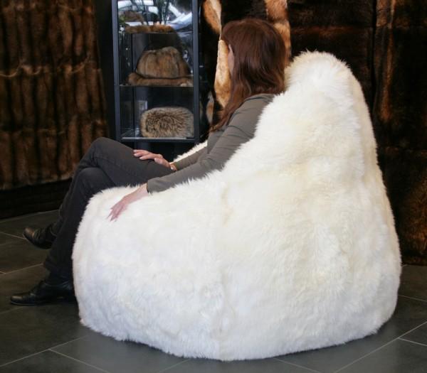 pelz sitzsack pelz sitzkissen aus lammfell k rschner lars paustian. Black Bedroom Furniture Sets. Home Design Ideas