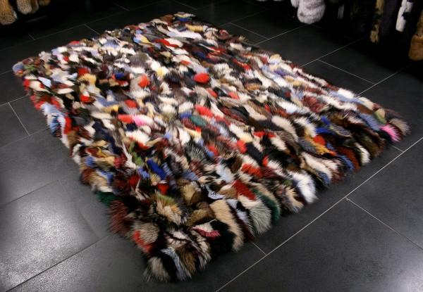 Multicolor Fellteppich aus Fuchsstücken