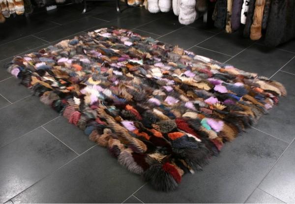 Fellteppich aus Blaufuchsstücken in Multicolor