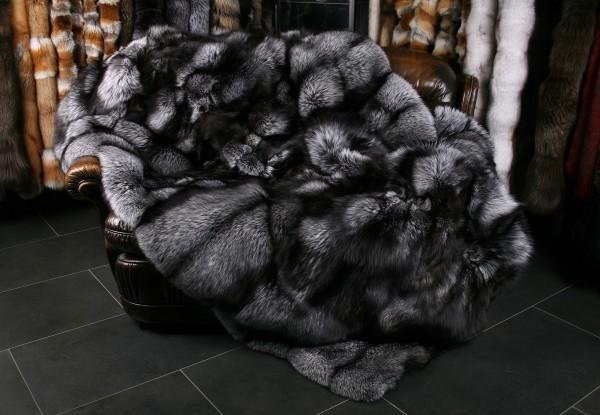 Silberfuchs Felldecke aus skandinavischen Fellen (SAGA Fur)