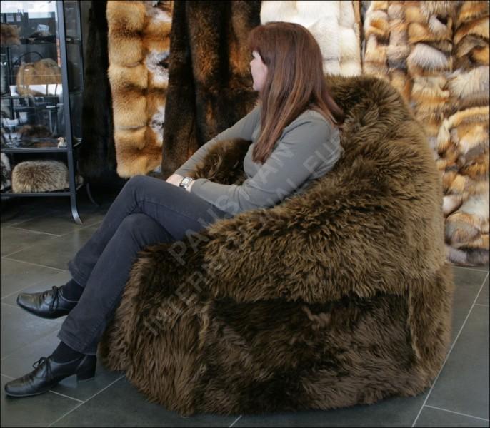 sitzsack aus robusten australischen lammfellen. Black Bedroom Furniture Sets. Home Design Ideas