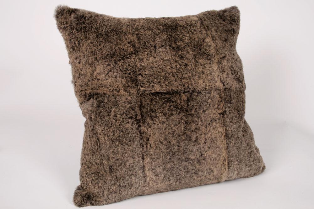 beiges kaninkissen im quadrat rassekaninchen paustian. Black Bedroom Furniture Sets. Home Design Ideas