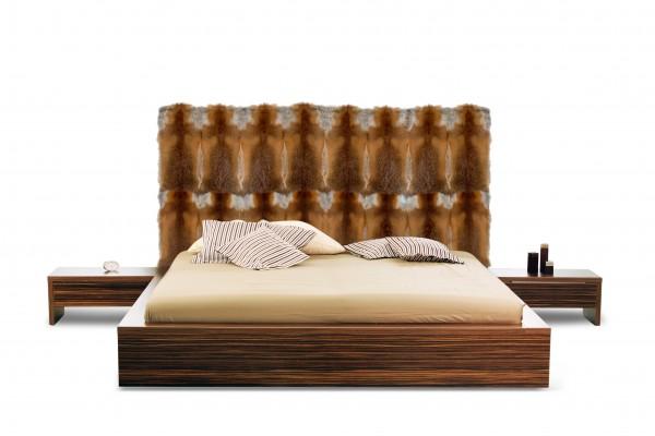 Bettkopfteil mit Europäischen Rotfüchsen