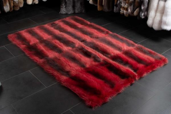 Kanadischer Waschbär Fellteppich in Rot - Wildware