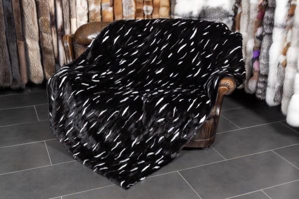 Felldecke aus Nerz in schwarz mit weißen Tupfen