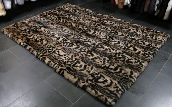 Edler Teppich aus Kaninfellen - moderner Print