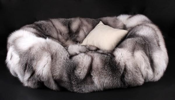 Hundebett aus Skandinavischen Shadow Blue Frost Füchsen (SAGA Fur)