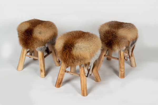 Rustikaler Holzhocker aus Europäischem Rotfuchs Fell
