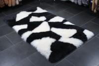 Lammfell Teppich in schwarz-weiß