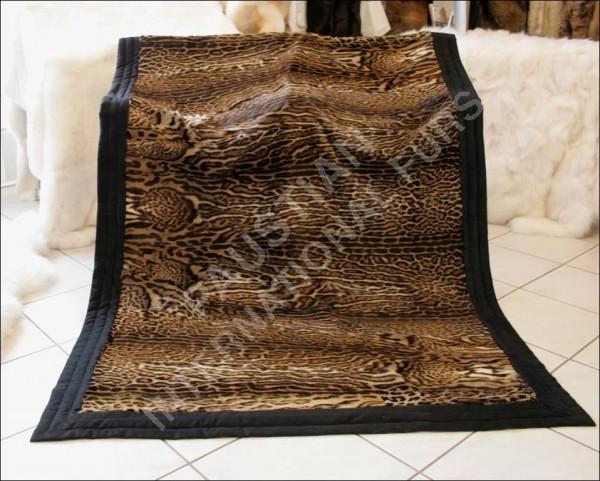 Pelzumarbeitung in eine Ozelotdecke