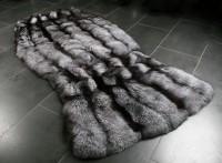 Fellteppich aus Silberfuchsfellen