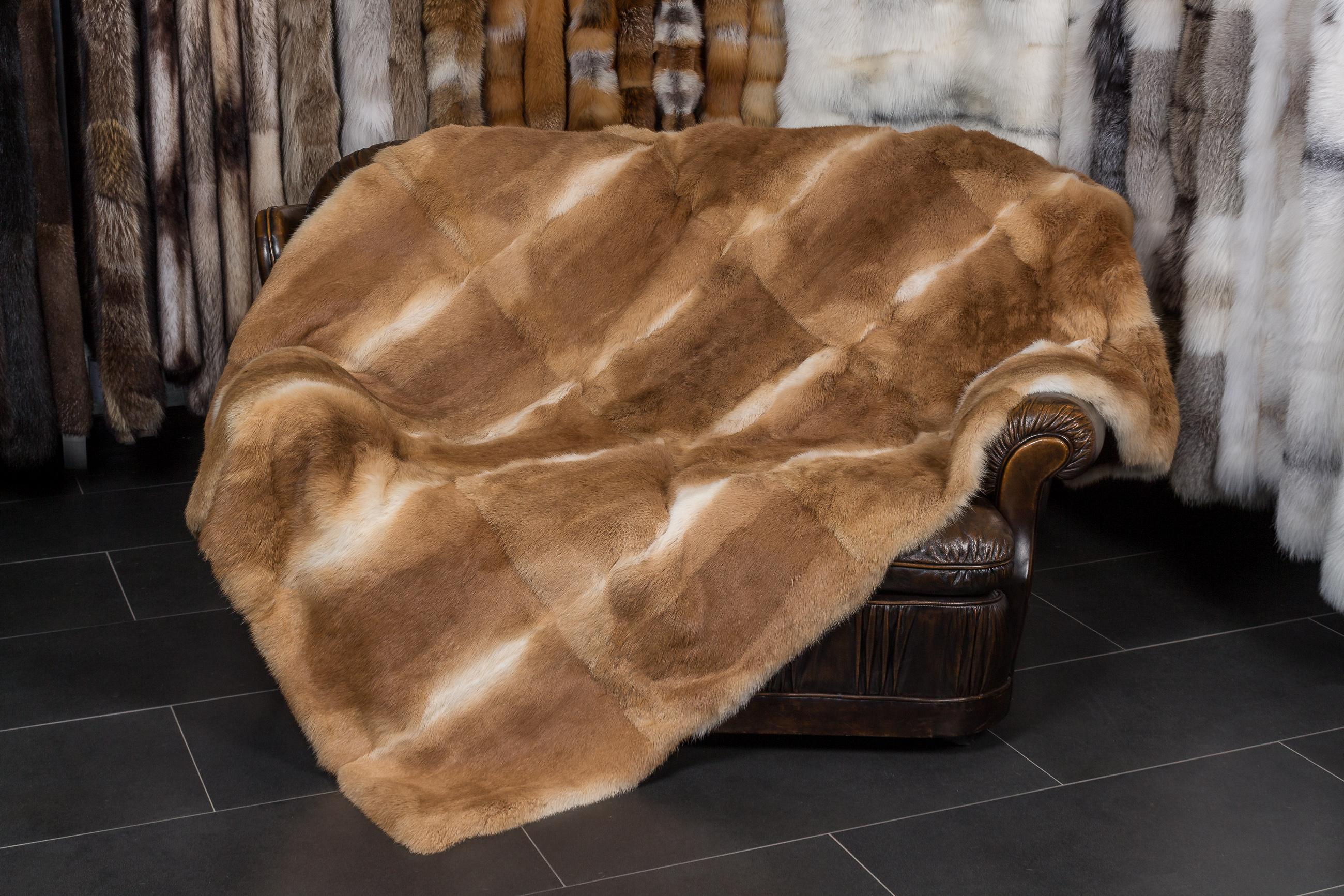 kaninfell pelzdecke paustian pelze kiel. Black Bedroom Furniture Sets. Home Design Ideas