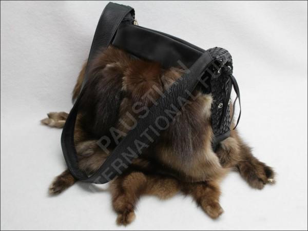 Felltasche aus Zobelfellen mit Schweifen