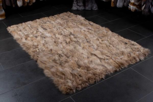 Kanadischer Kojotenseiten Fellteppich aus echten Fellen