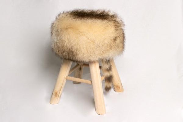 Pinienholz Sitzhocker mit kanadischem Waschbär Fell