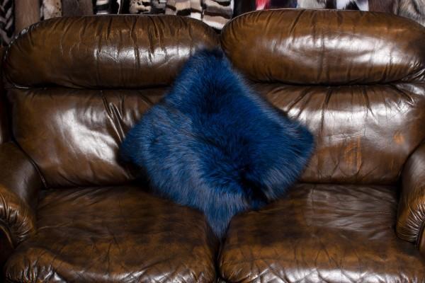 Besonderes Silberfuchs Pelzkissen in Blau