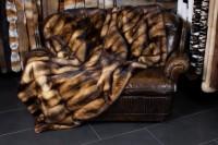 Iltis Fell Decke in dunkel aus Echtpelz