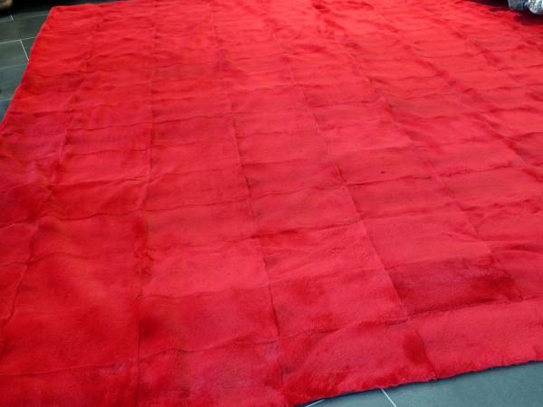 Fell Teppich aus geschorenem Kaninchen in rot