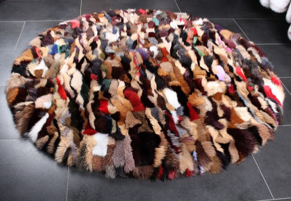 Pelzteppich aus Blaufuchsstücken in Multicolor - Rund
