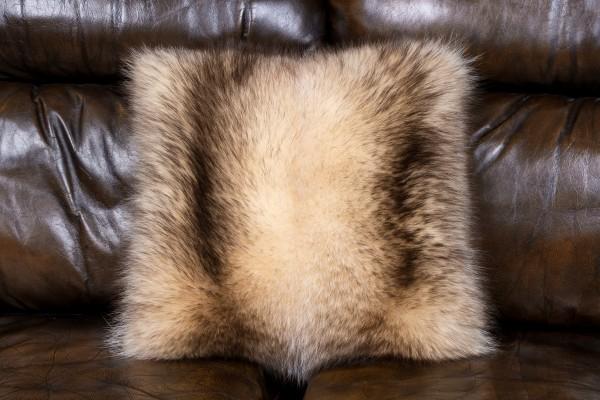Pelzkissen aus Kanadischem Waschbär - Fur Harvesters