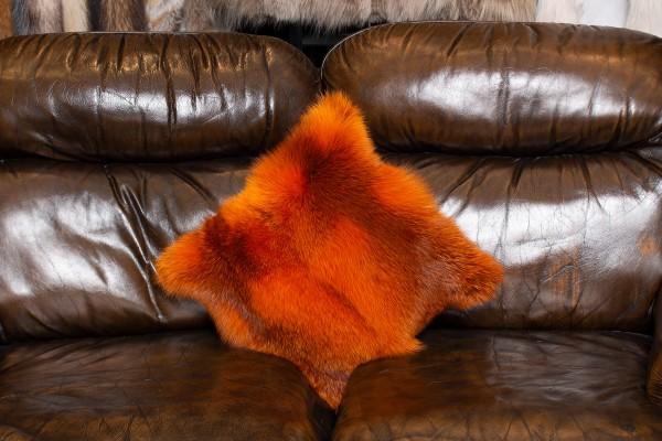 Kuscheliges Rotfuchs Pelzkissen in Orange