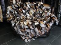 Kuschelige Fuchsstücken Pelzdecke in verschiedenen Naturtönen