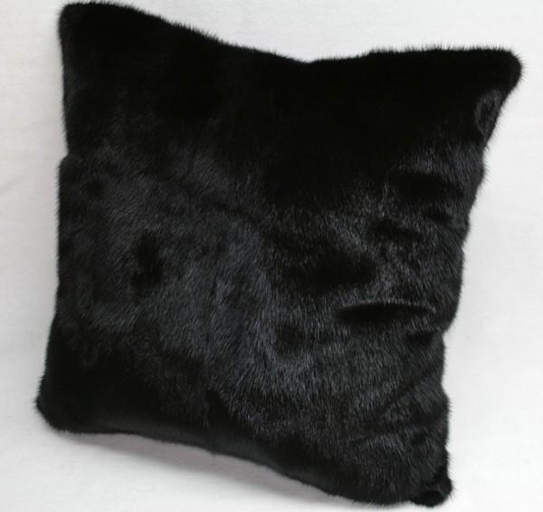 Schwarzes Nerzkissen