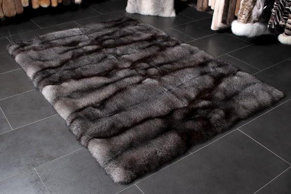SAGA Blue Frost Fuchsteppich aus skandinavischen Fellen