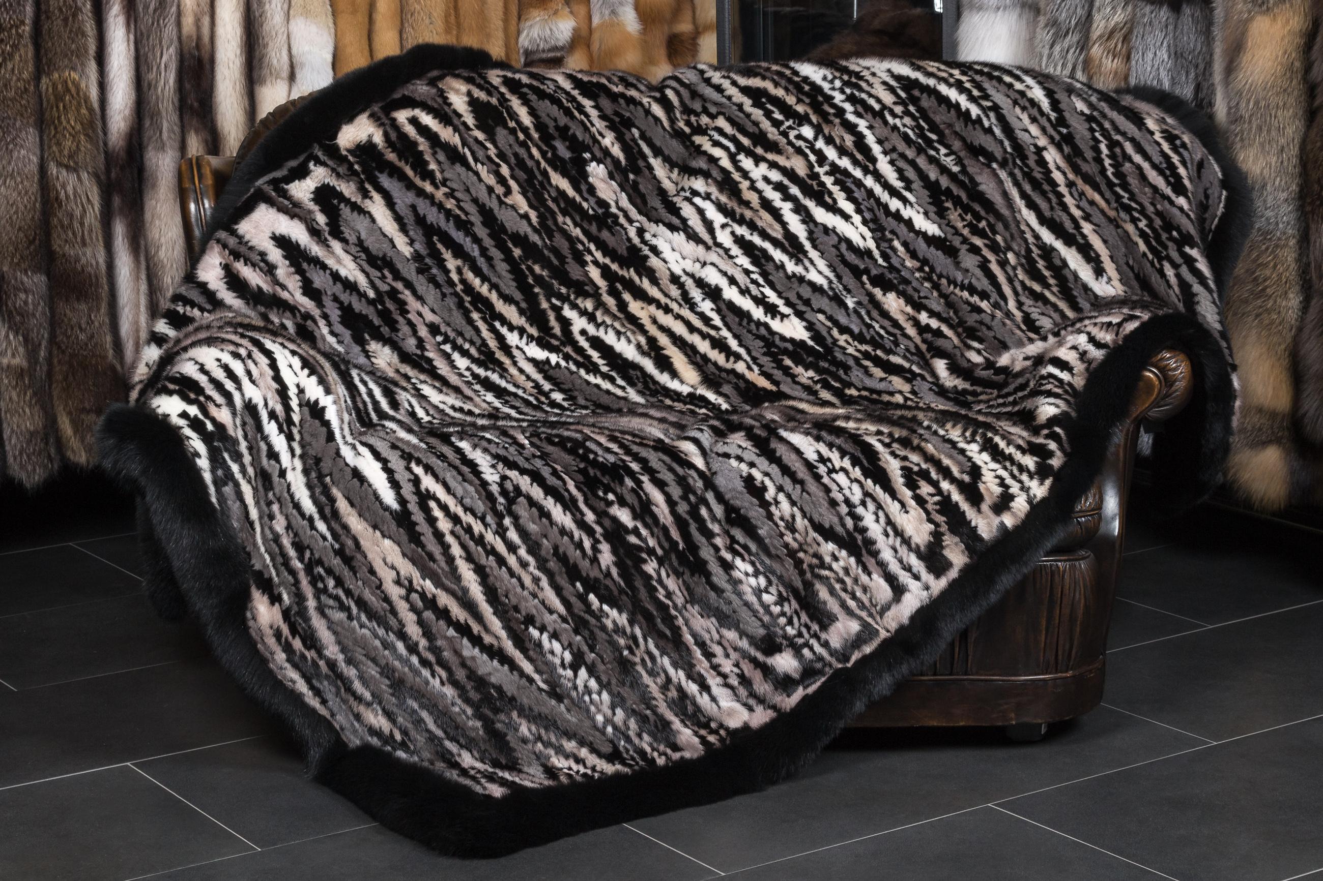 nerzseiten pelzdecke in ausgelassener verarbeitung. Black Bedroom Furniture Sets. Home Design Ideas
