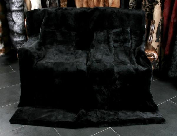 Schwarze Felldecke aus geschorenem Kanin