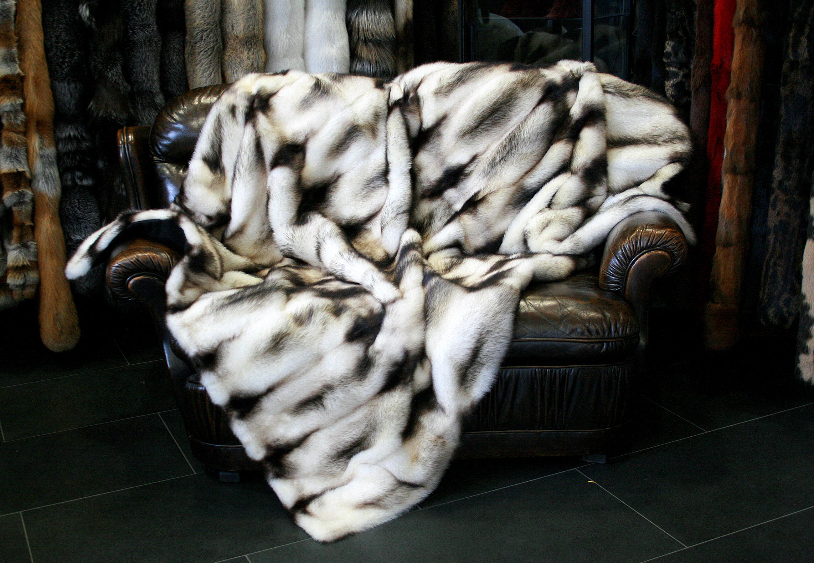 pelzdecke aus kanadischen iltisfellen paustian pelze in kiel. Black Bedroom Furniture Sets. Home Design Ideas