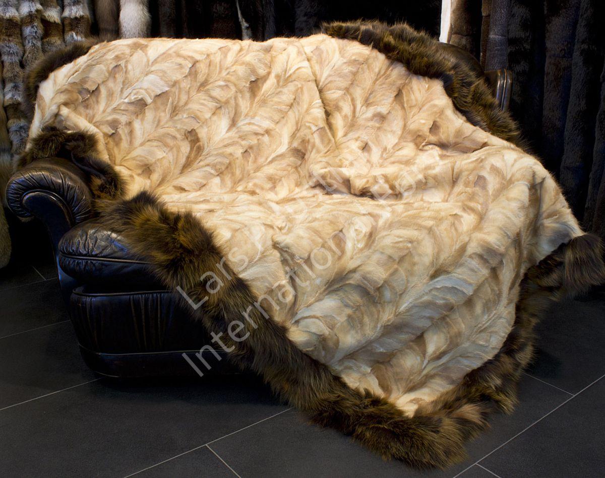 1072 nerz felldecke mit fuchsrand xxl pelzdecke king size fell pelz decke ebay. Black Bedroom Furniture Sets. Home Design Ideas